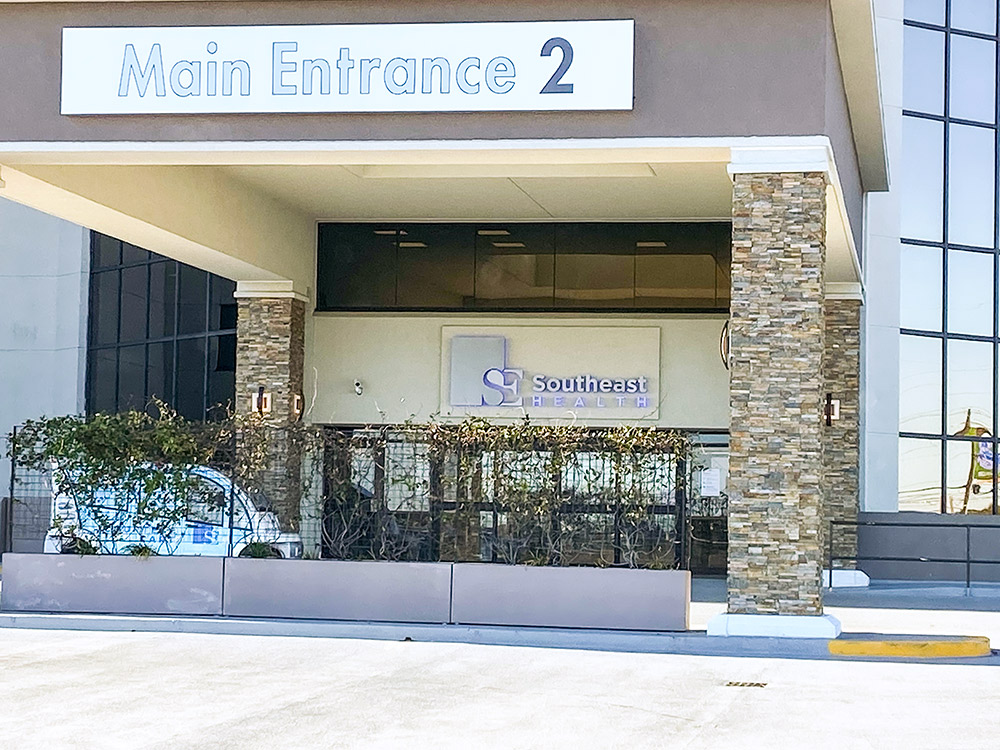 main-entrance-southeast-hospital-exterior-signage-id